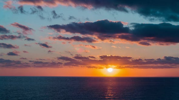 Mer exotique coucher de soleil
