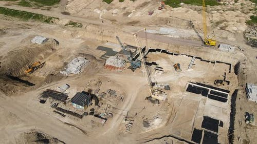 High Crane Builds A Residential Complex