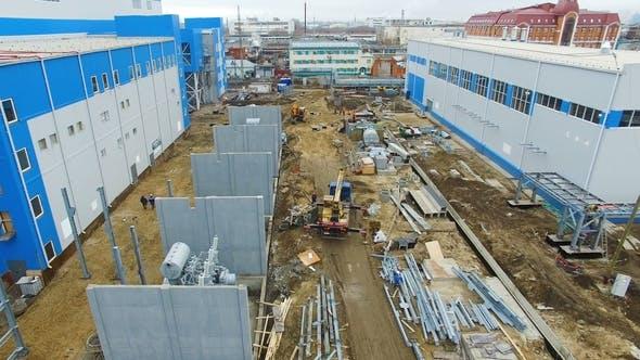 Thumbnail for Arbeiter nehmen am Bauprozess der Wärmekraftwerksabteilung teil