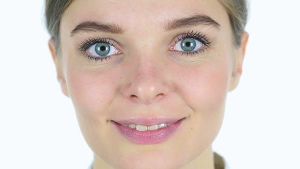 Thumbnail for Lächelndes Mädchen Gesicht, weißer Hintergrund