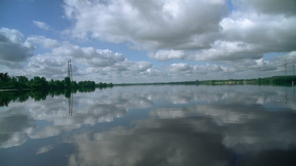 Cover Image for Beautiful Water Scenery Outside the City