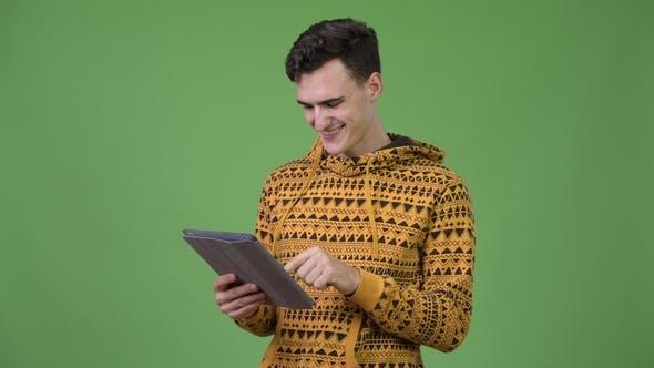 Thumbnail for Junge gutaussehend Mann mit digitalen Tablet
