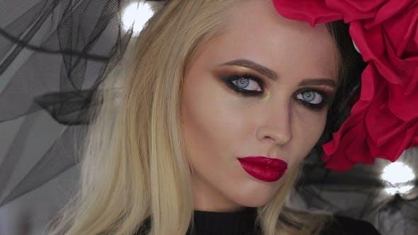 Thumbnail for Gothic Lady posiert für Kamera