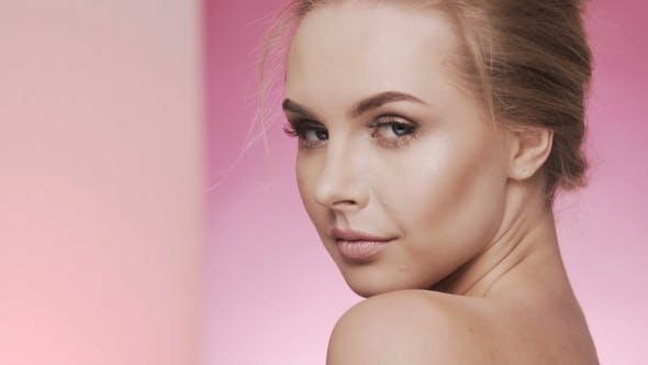 Cosmetology Concept Video im Studio Background