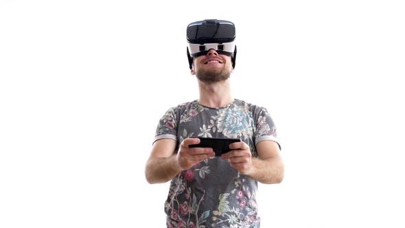 Thumbnail for Junger Mann erlebt zum ersten Mal virtuelle Realität