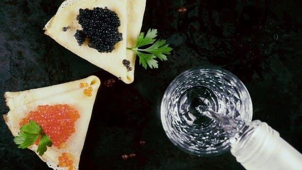 Thumbnail for Wodka auf traditionellen russischen Pfannkuchen