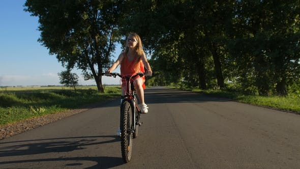 Cover Image for Sporty Teenage Girl Having Fun Riding Bicycle