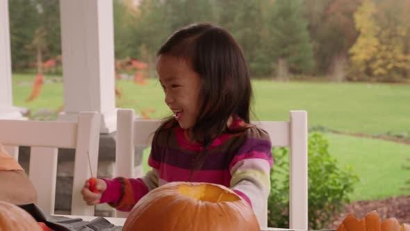 Kinder Kürbisse für Halloween