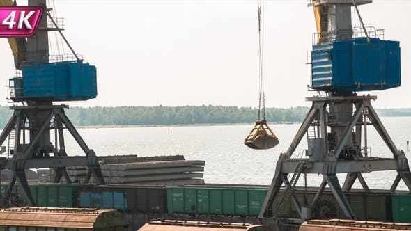 Loading of Coal in the Seaport