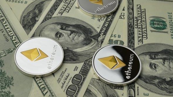 Thumbnail for Ethereum ETH Coins rotieren auf Banknoten von 100 Dollar