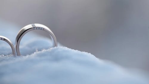Silver Wedding on the SnowRings   Shoot Diamon Jewellery