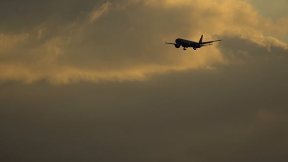 Thumbnail for Aircraft on Final Approach at Sunset