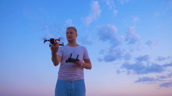 Thumbnail for Quadrocopter Takes Off From the Hands of Men
