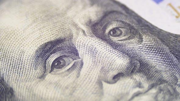Thumbnail for Porträt von Präsident Benjamin Franklin auf einem Hundert Dollar Rechnung drehen