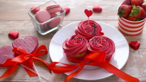 Süßigkeiten und Erdbeeren am Valentinstag