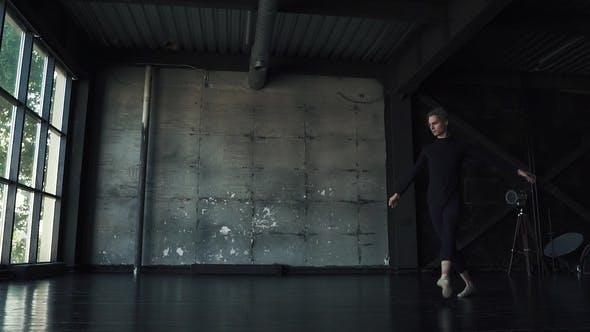 Thumbnail for Balletttänzerin tanzen im studio