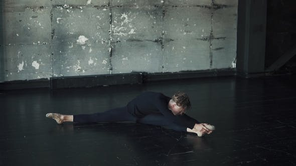 Thumbnail for Ballet Dancer's Workout Before the Performance