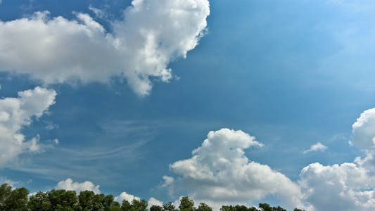 Cover Image for Tropical Cloud At Noon II Time Lapse