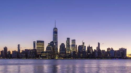 Stadtbild von Lower Manhattan, New York bei Sonnenaufgang. Vereinigte Staaten von Amerika