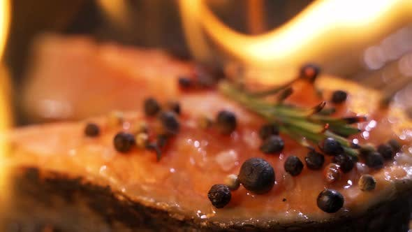 Cover Image for Grilled Salmon on the Flaming Grill