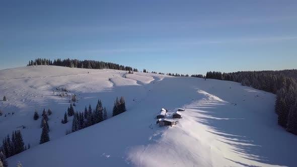 Thumbnail for Fliegen über die Berge im Winter