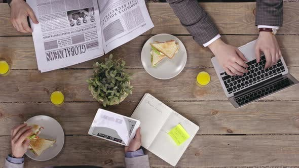 Cover Image for Eating During Business Coworking