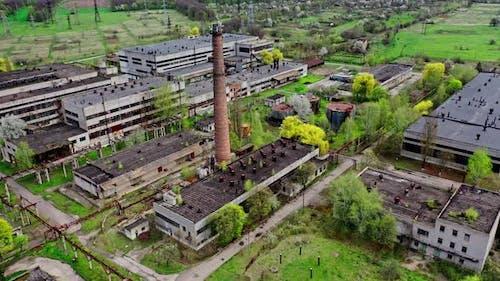 Verlassene Ruinen der Industriezone