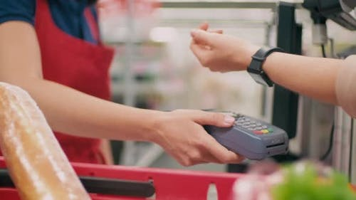 Contactless Payment In Supermarket