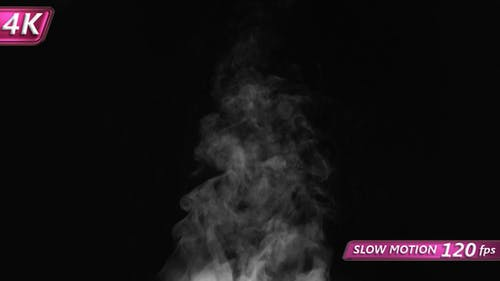 Steam wirbelt und steigt auf
