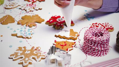 Decorating of gingerbread cookies