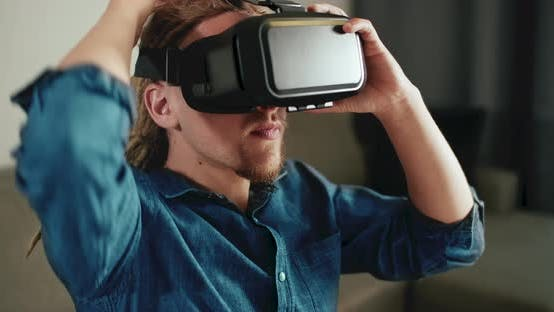 Cover Image for Using Virtual Reality