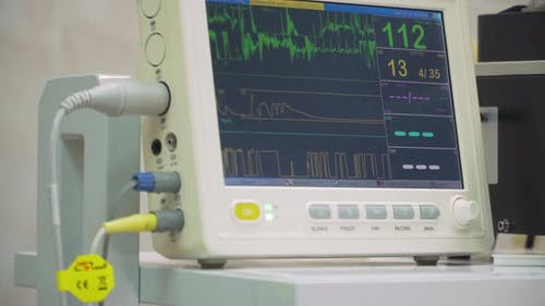 Herzmonitor im Operationssaal