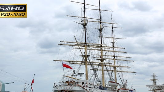 Mast, Sail