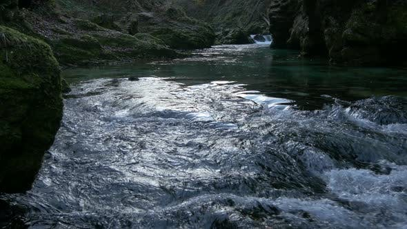 Thumbnail for Ein Fluss fließt