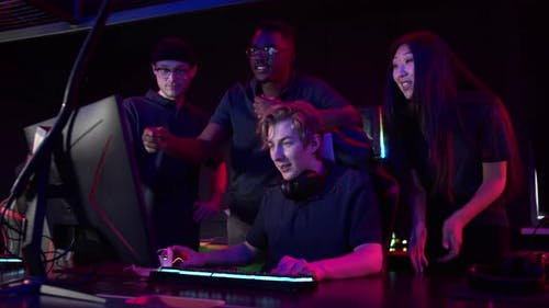 An Experienced Esports Player Shows His Friends How to Play Games to Always Win
