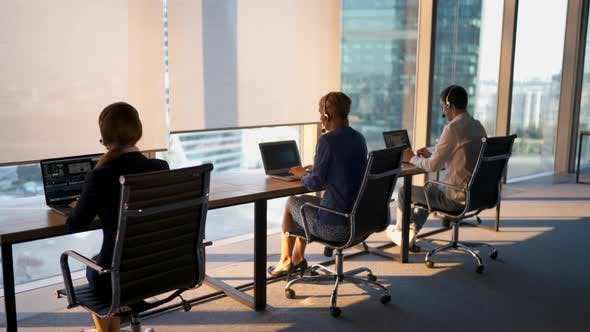 Thumbnail for Call Center Arbeitsberatung Kunden im Business Center