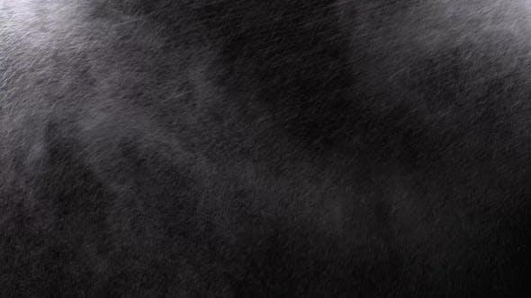 Thumbnail for Wasserspray vor schwarzem Hintergrund. Mikrotropfen Wasser fliegen in der Luft. Zeitlupe