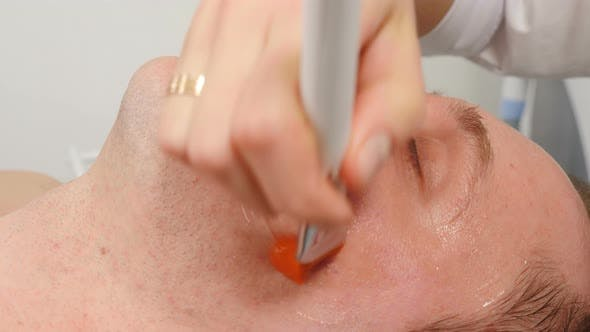 Kosmetologie Kosmetische Verfahren für Männer