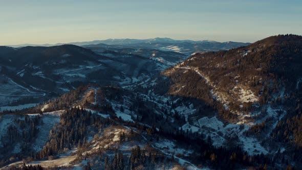 Aerial Winterwald bei Sonnenaufgang Frosty Natürliche Umgebung