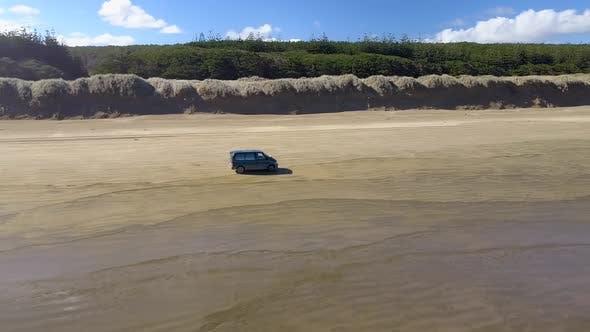 Fahren am Strand am Meer