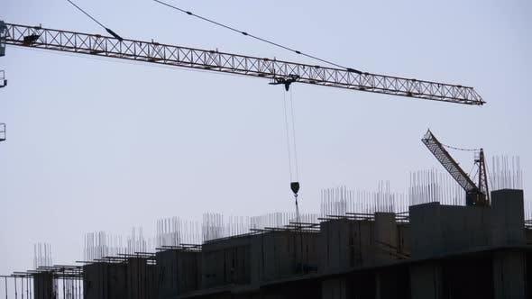 Thumbnail for Gebäudebau. Turmkran auf einer Baustelle Hebewand