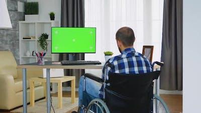 Monitor with Green Mockup