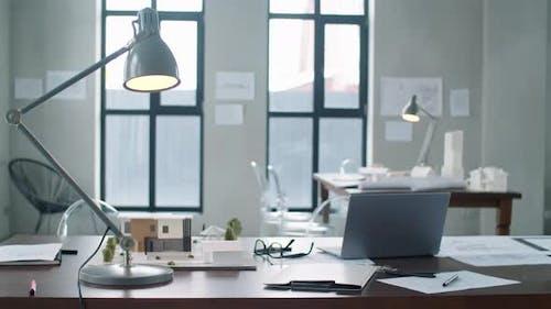 Arbeitsplatz des Architekten im Büro