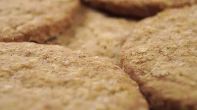 Oatmeal cookies with texture and crumbs