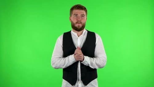 Mann in Erwartung der Sorgen Dann Seufzer der Erleichterung, getragen. Grüner Bildschirm