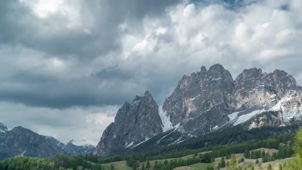 Thumbnail for Wolken bewegen sich über die Dolomiten