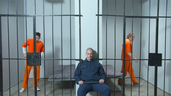 Prisoners Have Fun in the Cells Until the Jailer Sees