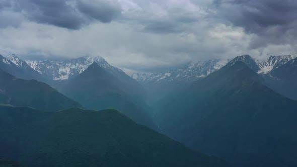 Luftaufnahme auf den Kaukasus