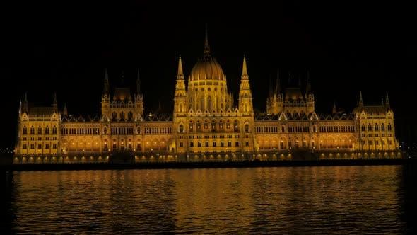 Famous parliament building in Hungarian capital Budapest from Margit bridge 4K 3840X2160 UltraHD foo