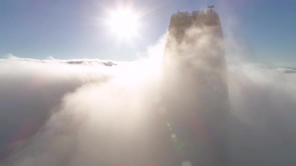 Thumbnail for The top of Salesforce Tower with the sun in the background.